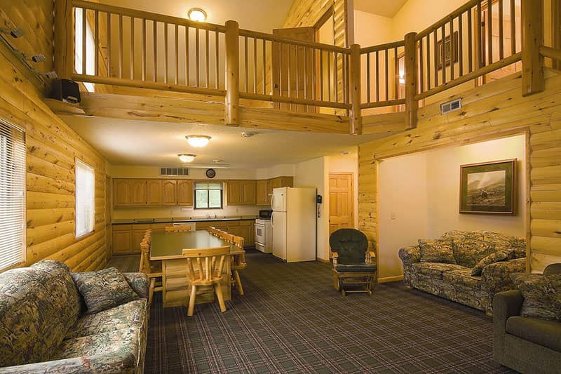 Mcquoids-Inn-and-Event-Center-Lobby-Mille-Lacs-Isle-MN
